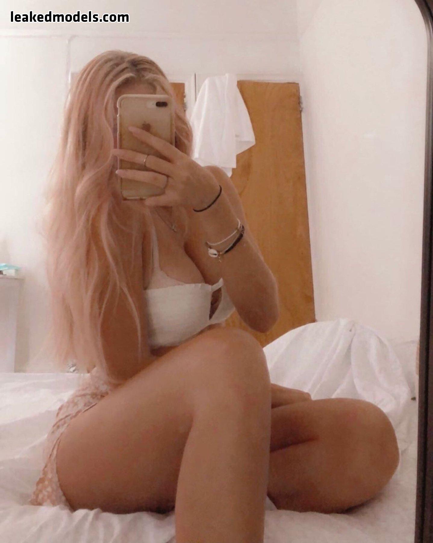 Vanessa – vansessy OnlyFans Nude Leaks (25 Photos)