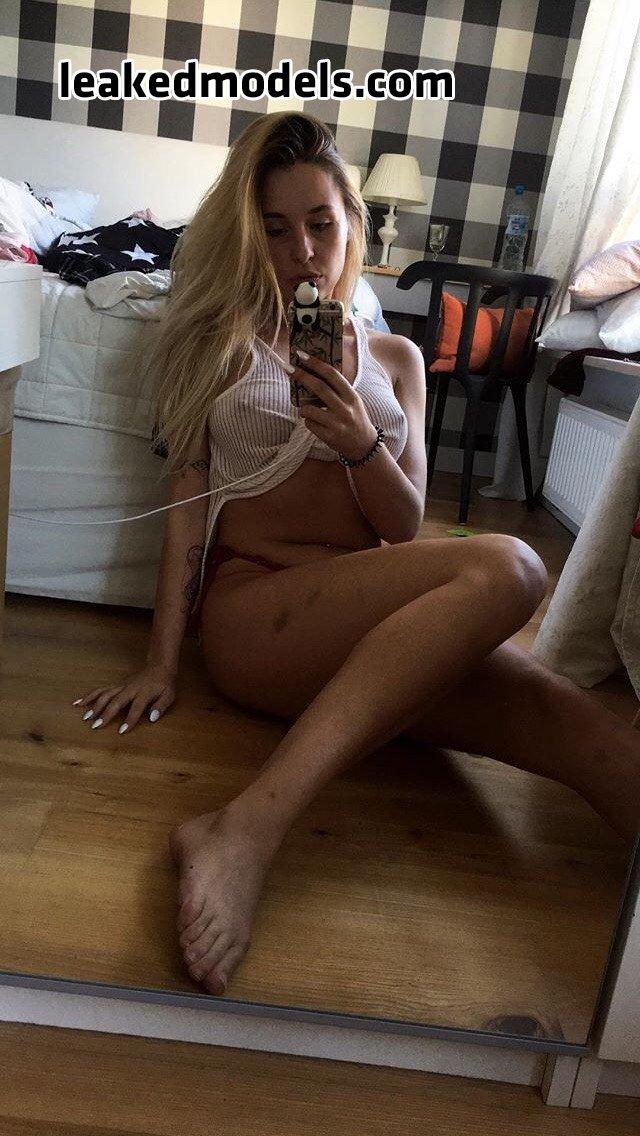 Julia Wójtowicz – jul.heic Instagram Nude Leaks (16 Photos)